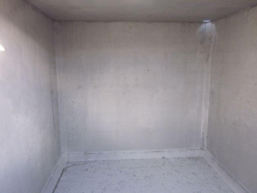 Intérieur brut de la cave monobloc Neocaves